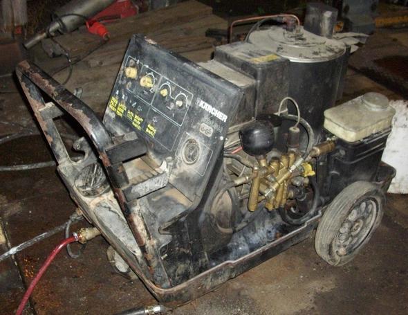 Kärcher Dampfstrahler/Hochdruckreiniger HDS810 - wo zweigt die Saugleitung für Reinigungsmittel ab?