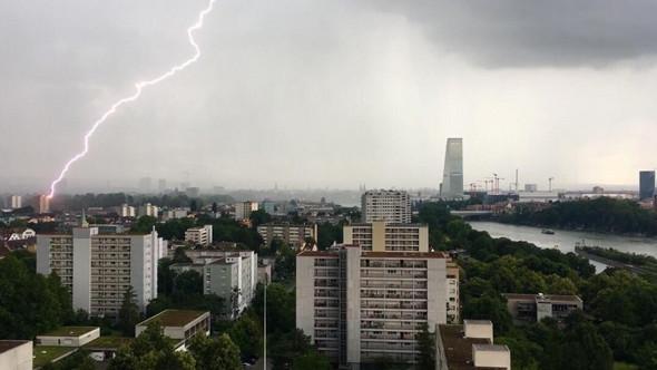 Kann Ein Blitz Seitlich In Ein Offenes Fenster Einer Wohnung