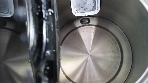 Kann ein Wasserkocher innen schimmeln?