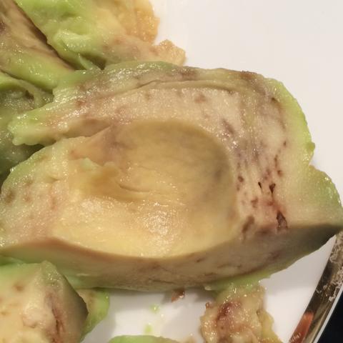 Hier auf der hälfte sind die Spuren besonders stark und 0 Ketchup  - (Würmer, Avocado)