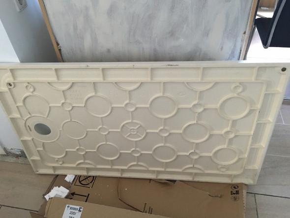 kann eine schwere keramik duschwanne 140x80 auf f en installiert werden oder ist eine andere. Black Bedroom Furniture Sets. Home Design Ideas