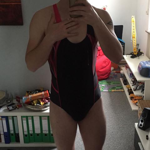 Kann ich als junge so einen Badeanzug tragen?