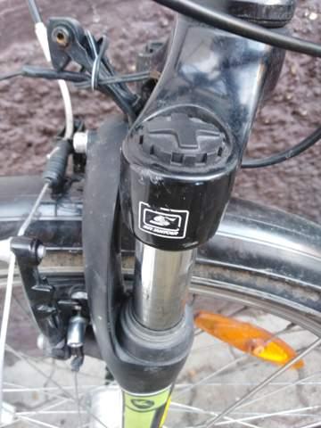 Kann ich die Fahrradgabel einstellen das sie mehr dämpft   weil sie sehr hart ist?