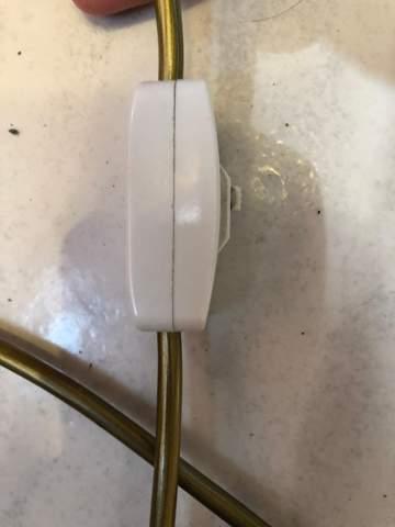 Kann ich diesen Schalter (Schreibtischlampe) zerstörungsfrei öffnen?