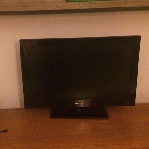 Kann ich eine Ps4 an diesen Fernseher anschließen?