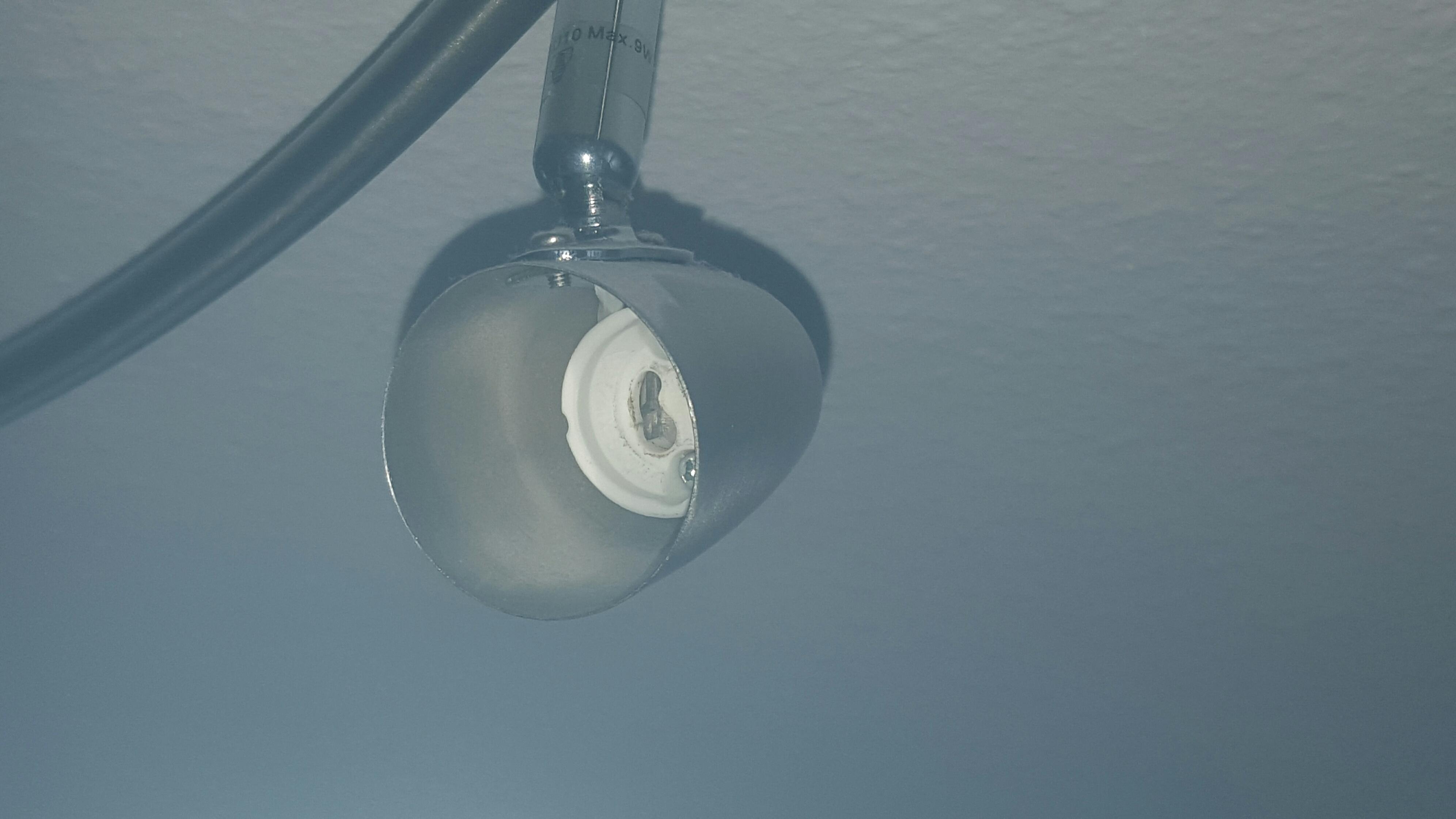kann ich eine verl ngerung einer gu10 fassung nutzen und wenn ja wie kabel elektrik lampe. Black Bedroom Furniture Sets. Home Design Ideas