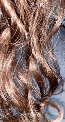 Kann ich meine schon dunkelbraune Haare tönen?
