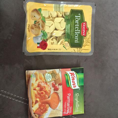 Kann ich spinat Tortellini mit einer Parma rosa ( Tomate und Käse ) kombinieren?