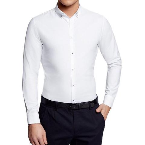 Kann ich unter jedem Hemd eine Krawatte tragen oder brauch ich spezielle Hemden?
