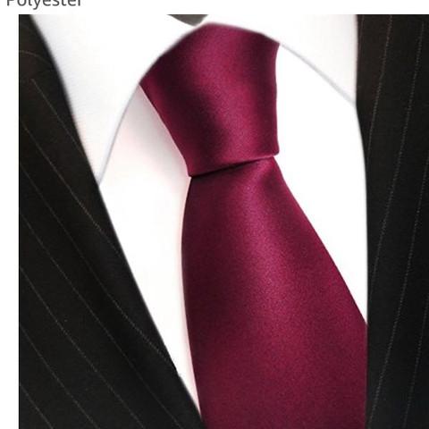 Kann ich unter jedem Hemd eine Krawatte tragen oder brauch
