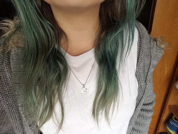 - (Haare, Haarfarbe, braun)