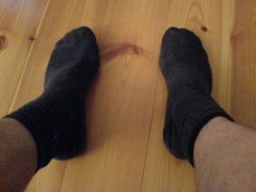 Schwarze Socken und rote Sandalen? - (Socken, Sandalen)