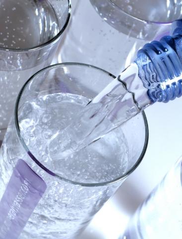 kann man abgelaufenes wasser noch trinken gesundheit abgelaufen verfallsdatum. Black Bedroom Furniture Sets. Home Design Ideas