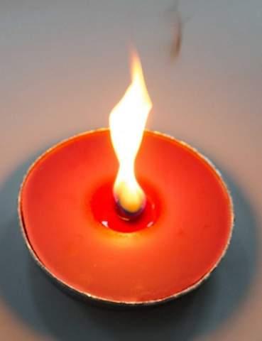 Kann man auf der Flamme der Kerze Essen kochen?