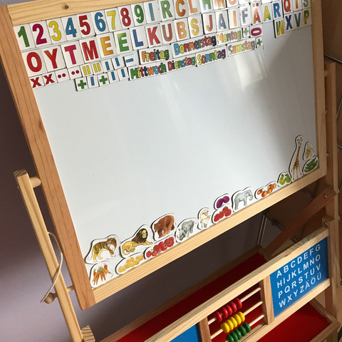 Tafel mit Magneten  - (Kinder, zeichnen, malen)