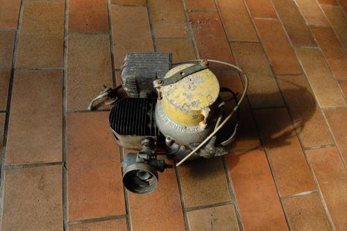 Motor 4 - (Garten, Motor, Werkstatt)
