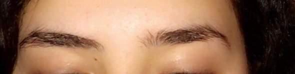 Kann man die Augenbrauen einander angleichen?