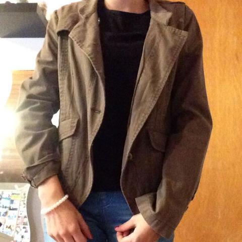 Kann man die Jacke anziehen oder ist die zu altmodisch? für ein mädchen 14 jahre alt?