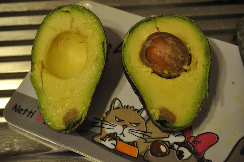 kann man diese avocado noch essen lebensmittel haltbarkeit fr chte. Black Bedroom Furniture Sets. Home Design Ideas