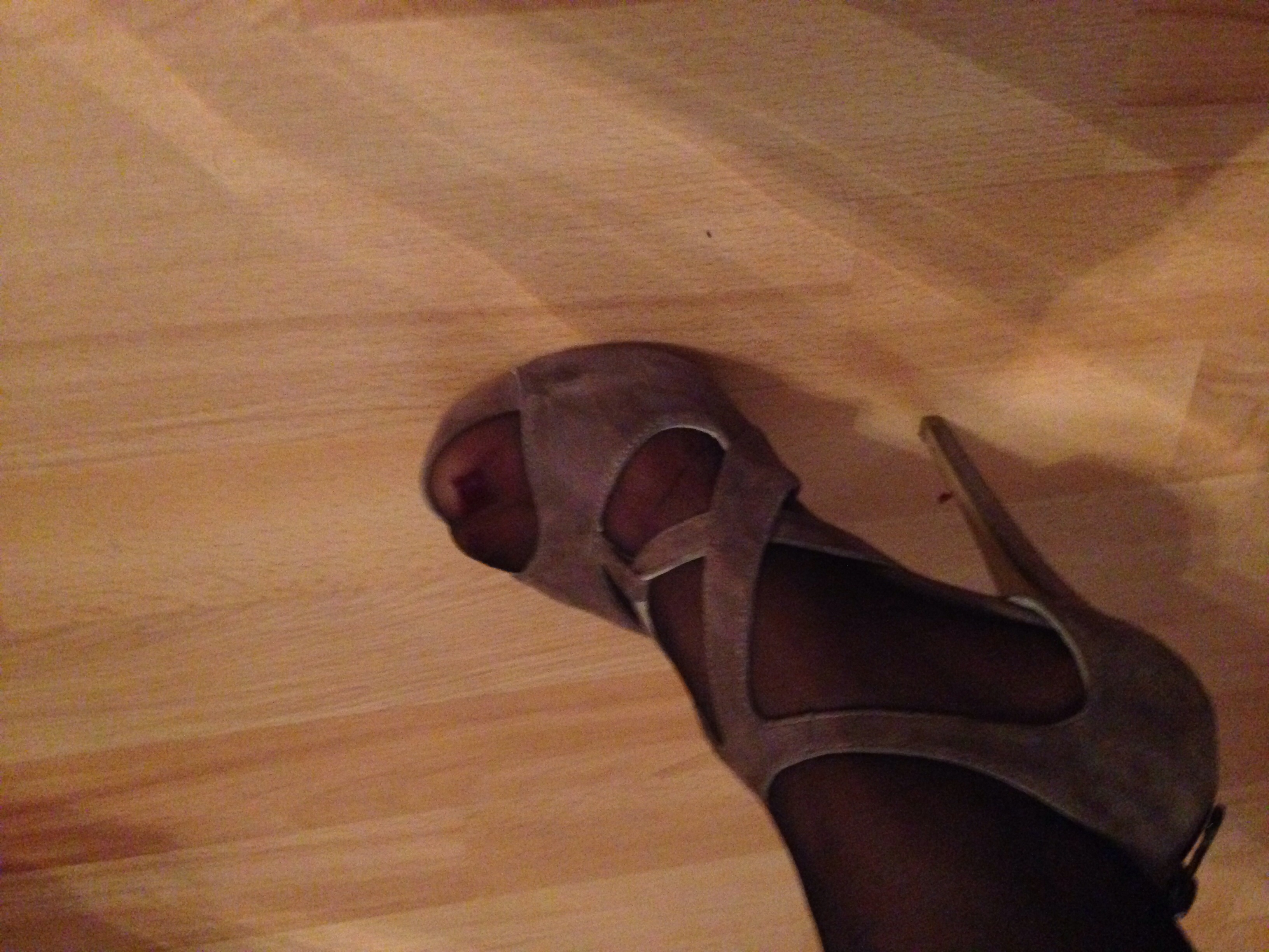 kann man diese high heels so tragen schuhe strumpfhose. Black Bedroom Furniture Sets. Home Design Ideas