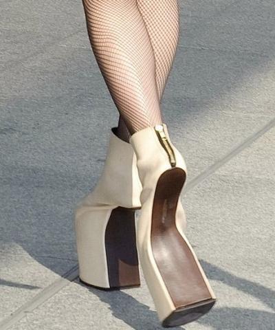newest f8038 fe95e Kann man diese Schuhe von Lady gaga auch als normaler mensch ...