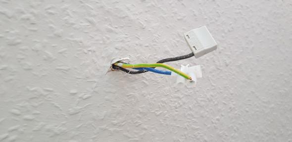 Extrem Kann man eine Mehfachsteckdose direkt an Kabel aus der Wand XS49