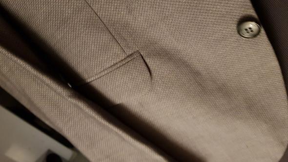 Kann man einen grauen Anzug auf einer Beerdigung tragen?
