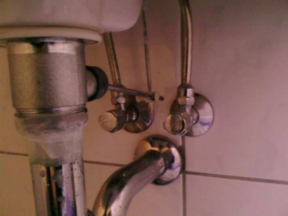 Schon Kann Man Hier (Bild) Eine Waschmaschine Anschließen? (Anschluss, Badezimmer,  Sanitär)