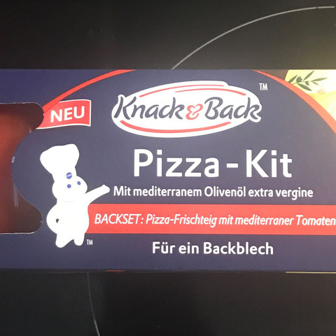 Kann man Pizza Teig von Knack und Back im Holzbackofen verbacken?