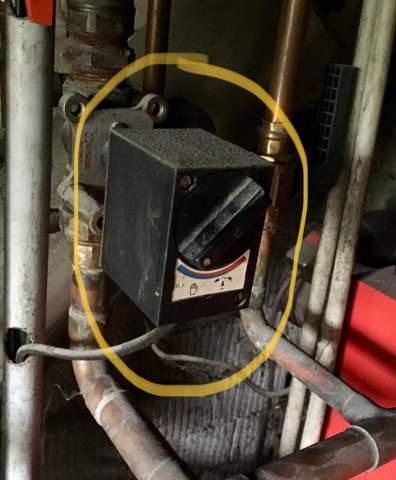 Kann mir bitte wer sagen wie dieses Teil heißt? Habe eine Ölheizung und die Fußbodenheizung wird nicht warm. Könnte es an dem Teil liegen?