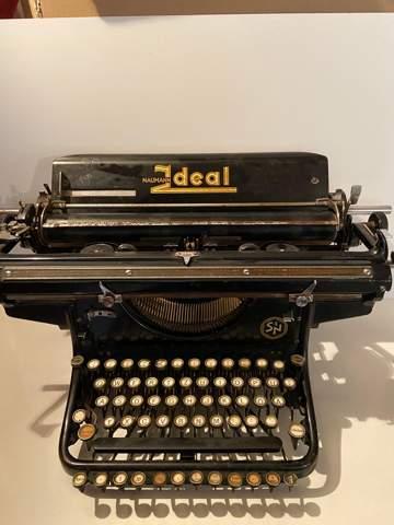 Kann mir irgendwer sagen wie alt diese Schreibmaschine ungefähr  ist?