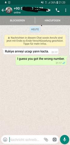 Kann mir jemand diese komische Nachricht übersetzen?