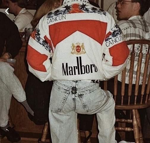 Kann mir jemand helfen? Wo gibt es diese Marlboro Jacke?