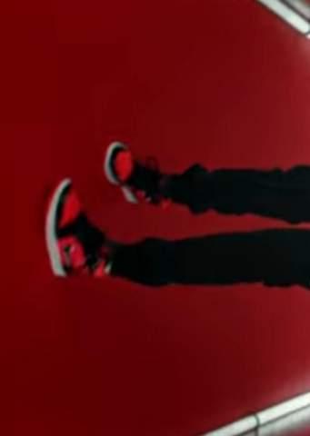 Kann mir jemand sagen um welchen Sneaker es sich hier handelt? Badmomjey trägt den im Musikvideo zu zirkus?