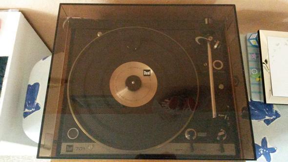 Dual 701 mit Abdeckung - (Wert, Schallplatten, Plattenspieler)