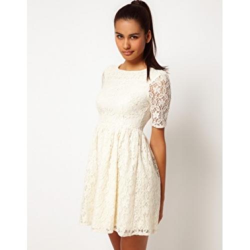 Kann mir jemand sagen wo dieses Kleid zufinden ist? (Internet, shoppen)