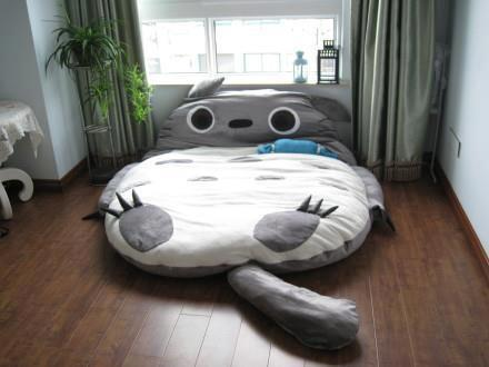 ... sagen, wo man dieses Bett / diese Kuschelecke gekauft bekommt? (Anime