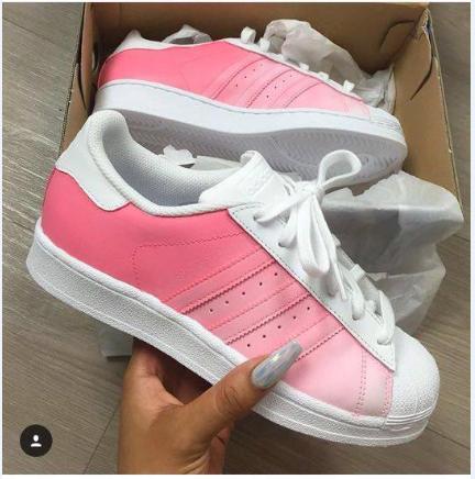 Das sind die Schuhe. - (Schuhe, adidas, Superstar)