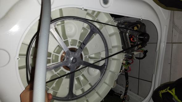 keilriemen wechseln bei einer waschmaschine beko wmb 61632 pte haushalt. Black Bedroom Furniture Sets. Home Design Ideas