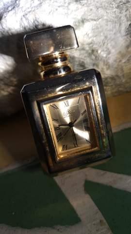 Kenn jemand die genaue Modelbezeichnung bzw Name von so einem Uhren Model?