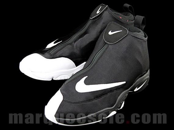 Kennt ihr schwarze JordansNikes mit Reißverschluss? (Nike