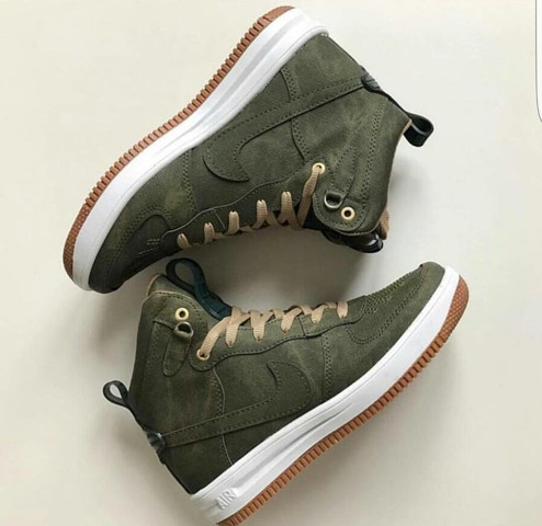 hab sie im Internet gesehen :/  - (Schuhe, Nike, Winter)