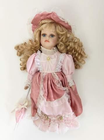 Kennt jemand den Wert dieser Puppe?