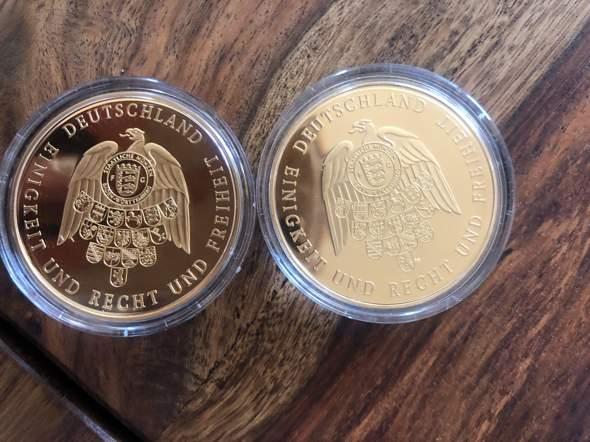 Kennt jemand diese Münzen (Medaillen)?