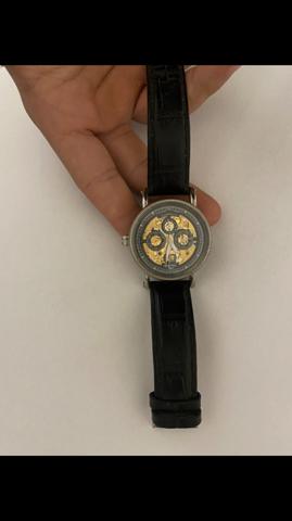 Kennt sich einer mit Uhren aus? Wo liegt ungefähr der Preis?
