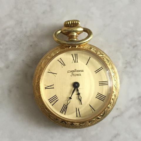 Uhr von vorne - (Uhr, Taschenuhr, Golduhr)