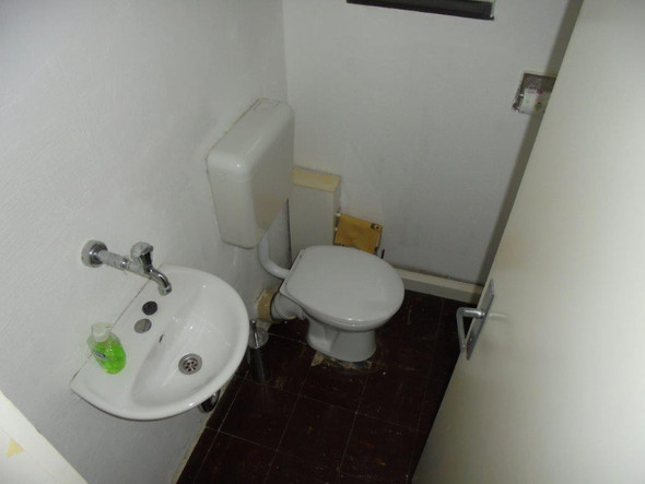 Offen liegende, kaputte Flexplatten im Gäste-WC! - (Gesundheit, Kinder, Mietrecht)