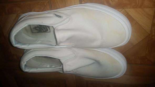Kleber von weißen Vans auf Vansstoff.. (Schuhe, Reinigung, Kunststoff)