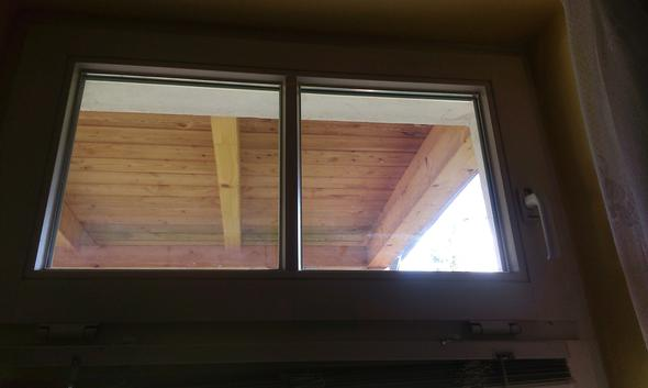 kleines kippfenster aush ngen fenster insektenschutz. Black Bedroom Furniture Sets. Home Design Ideas