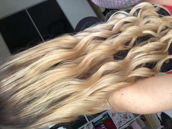 - (Frauen, Haare, Farbe)